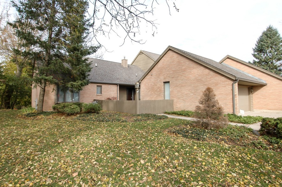 Real Estate Photography - 250 Spring Cove Rd, Elgin, IL, 60123 - Front View