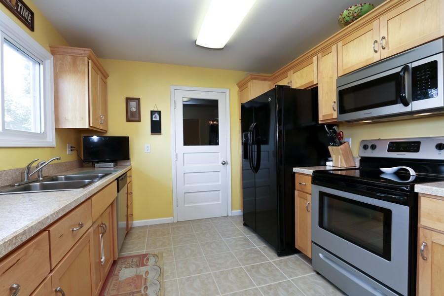 Real Estate Photography - 5548 N Flora, Kansas City, MO, 64118 - Kitchen
