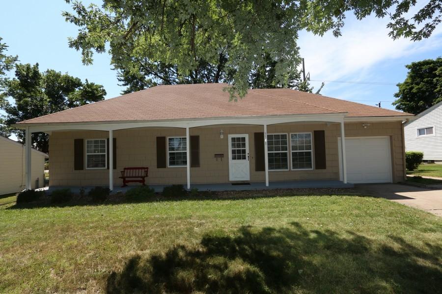 Real Estate Photography - 5548 N Flora, Kansas City, MO, 64118 - Front View