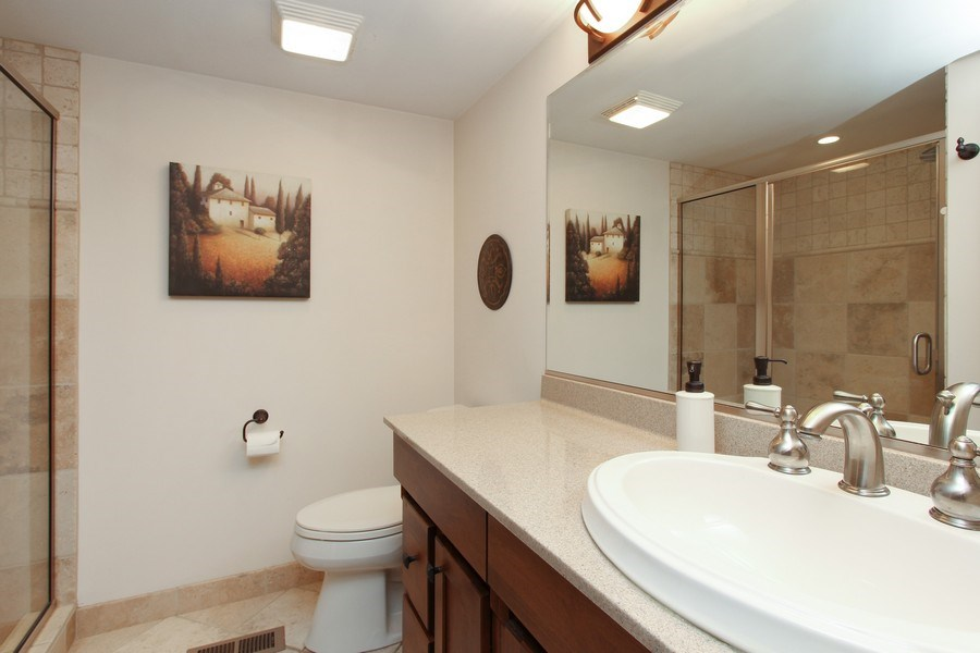 Real Estate Photography - 6 Harvard, Hawthorn Woods, IL, 60047 - 3rd Bathroom