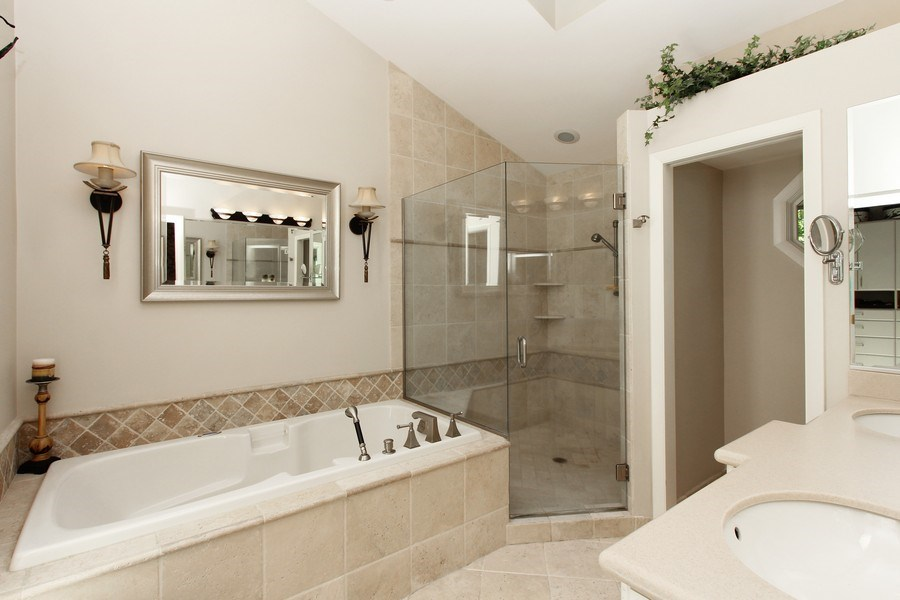 Real Estate Photography - 6 Harvard, Hawthorn Woods, IL, 60047 - Master Bathroom