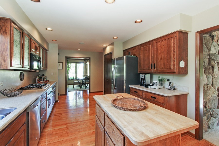 Real Estate Photography - 6 Harvard, Hawthorn Woods, IL, 60047 - Kitchen