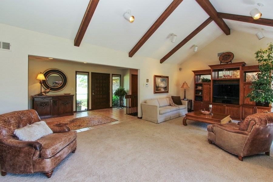 Real Estate Photography - 6 Harvard, Hawthorn Woods, IL, 60047 - Foyer