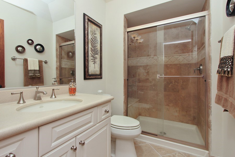 Real Estate Photography - 6 Harvard, Hawthorn Woods, IL, 60047 - 2nd Bathroom