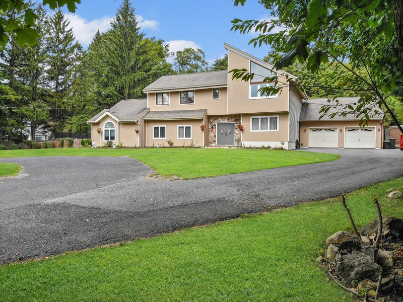 Real Estate Photography - 422 Forest, Mahwah, NJ, 07430 -