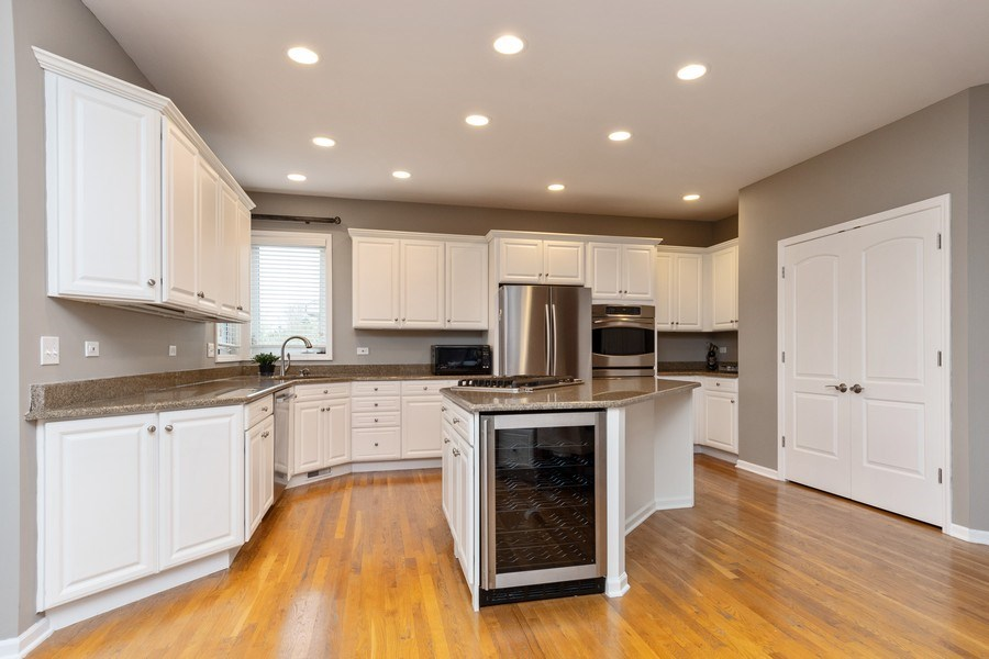 Real Estate Photography - 2515 Adamsway, Aurora, IL, 60502 - Kitchen