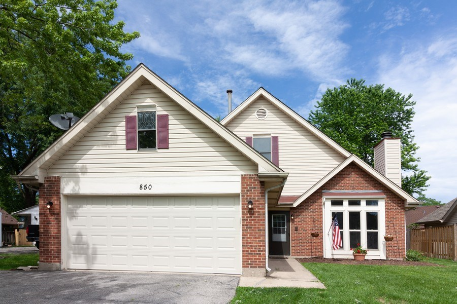 Real Estate Photography - 850 Camden, Aurora, IL, 60504 - Front View