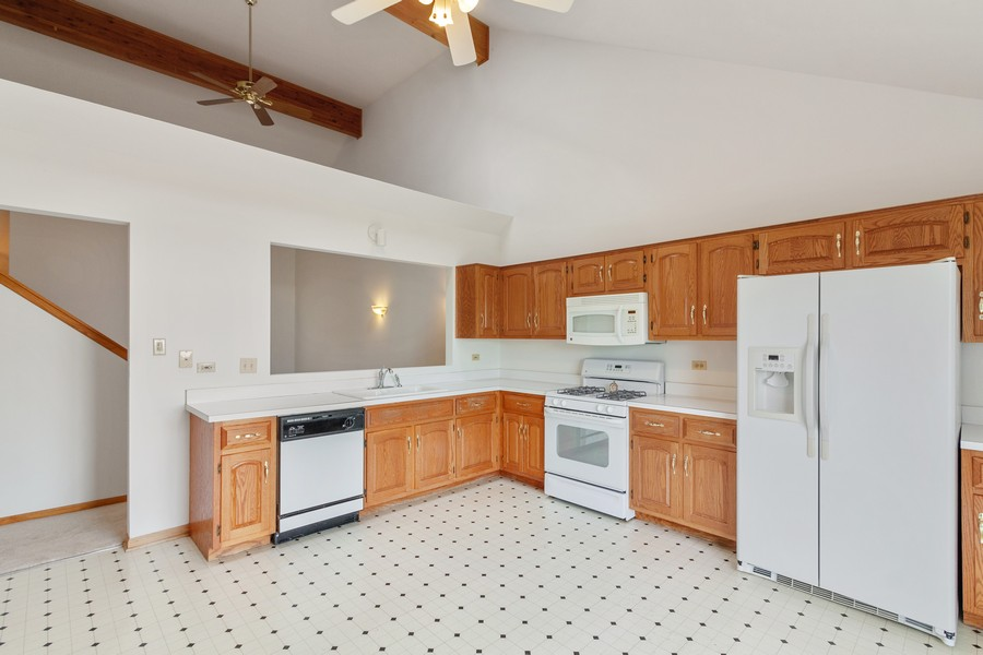 Real Estate Photography - 9430 West 166th Ct, Orland Park, IL, 60467 - Kitchen