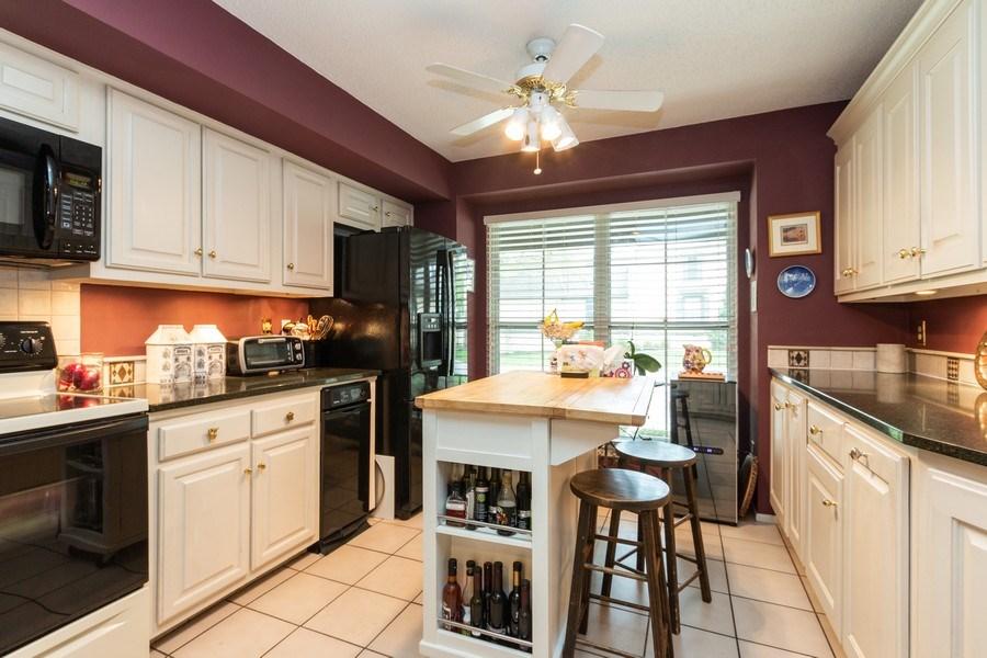 Real Estate Photography - 10784 Glenwood, Overland Park, KS, 66211 - Kitchen