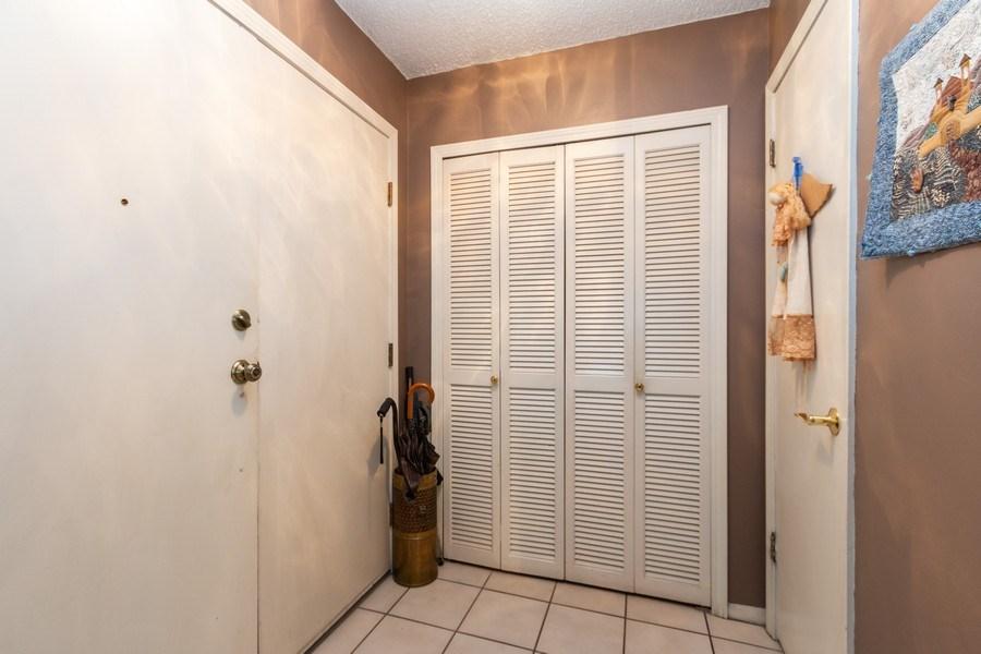 Real Estate Photography - 10784 Glenwood, Overland Park, KS, 66211 - Foyer