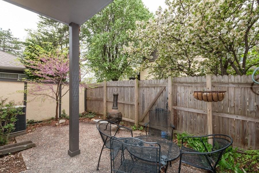 Real Estate Photography - 10784 Glenwood, Overland Park, KS, 66211 - Porch