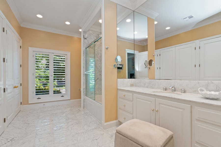 Real Estate Photography - 5300 Sunset Dr, 5, Kansas City, MO, 64112 - Master Bathroom