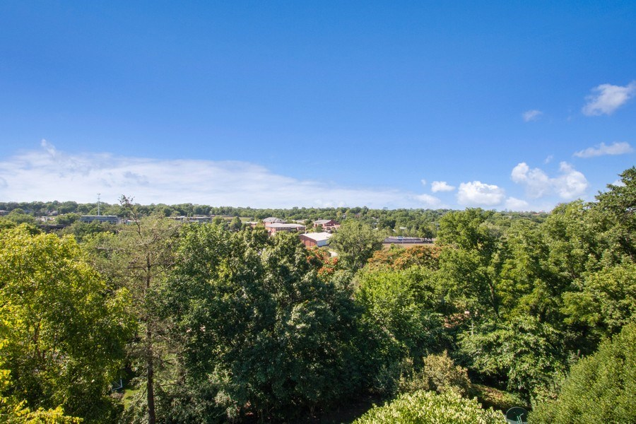 Real Estate Photography - 5300 Sunset Dr, 5, Kansas City, MO, 64112 - View