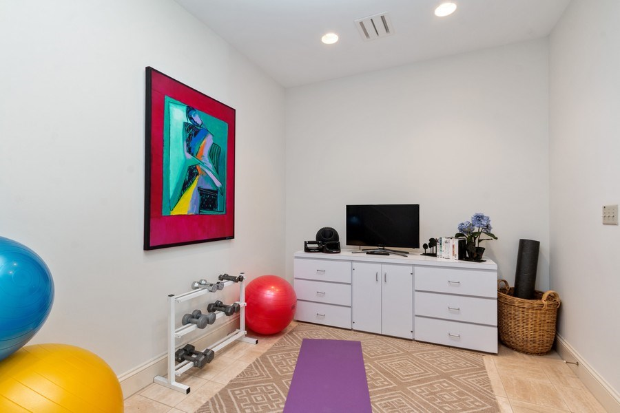 Real Estate Photography - 5300 Sunset Dr, 5, Kansas City, MO, 64112 - Exercise Room