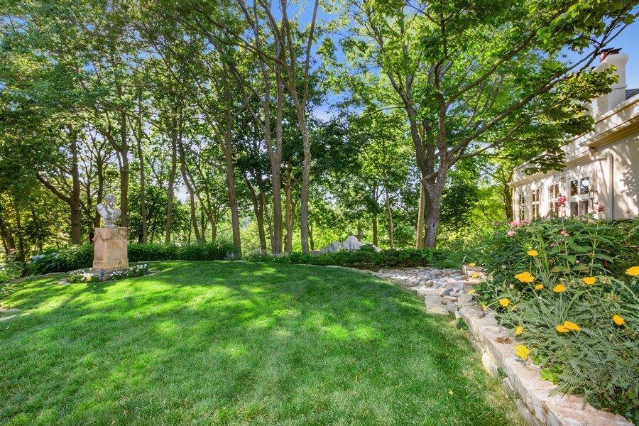 Real Estate Photography - 5300 Sunset Dr, 5, Kansas City, MO, 64112 - Side Yard