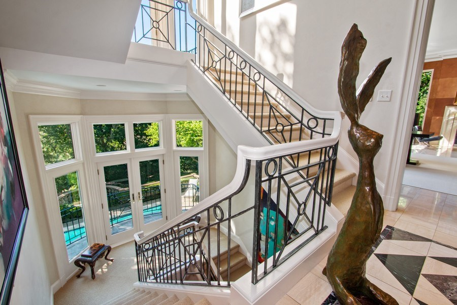 Real Estate Photography - 5300 Sunset Dr, 5, Kansas City, MO, 64112 - Staircase