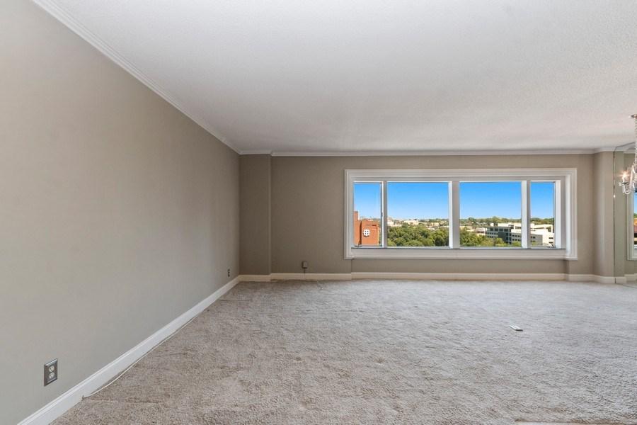Real Estate Photography - 4545 Wornall, #1110, Kansas City, MO, 64112 - Living Room