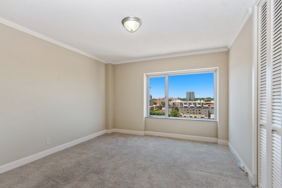 Real Estate Photography - 4545 Wornall, #1110, Kansas City, MO, 64112 - Guest Bedroom