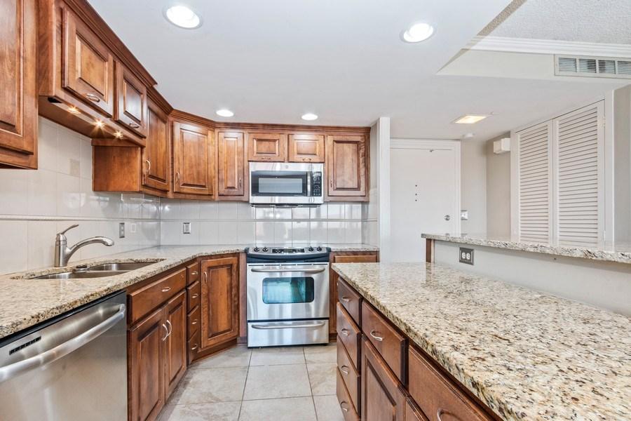 Real Estate Photography - 4545 Wornall, #1110, Kansas City, MO, 64112 - Kitchen