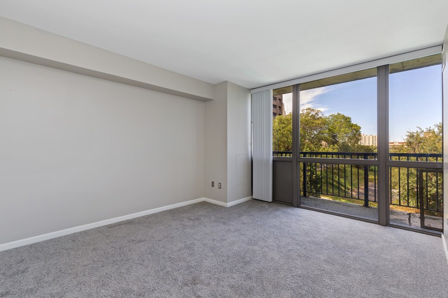Real Estate Photography - 600 E Admiral Blvd., Unit 503, Kansas City, MO, 64106 - Bedroom