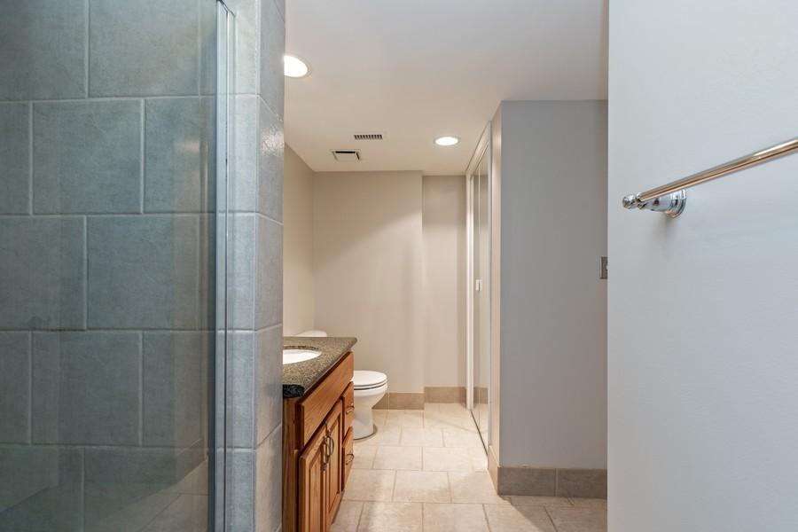 Real Estate Photography - 600 E Admiral Blvd., Unit 503, Kansas City, MO, 64106 - Bathroom