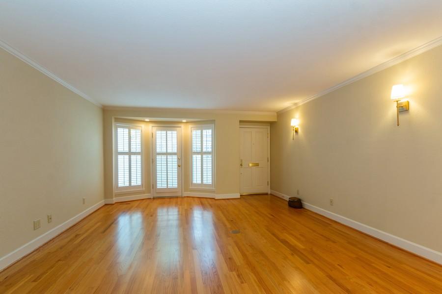 Real Estate Photography - 1105 West 47th Street B, Kansas City, MO, 64112 - Living Room
