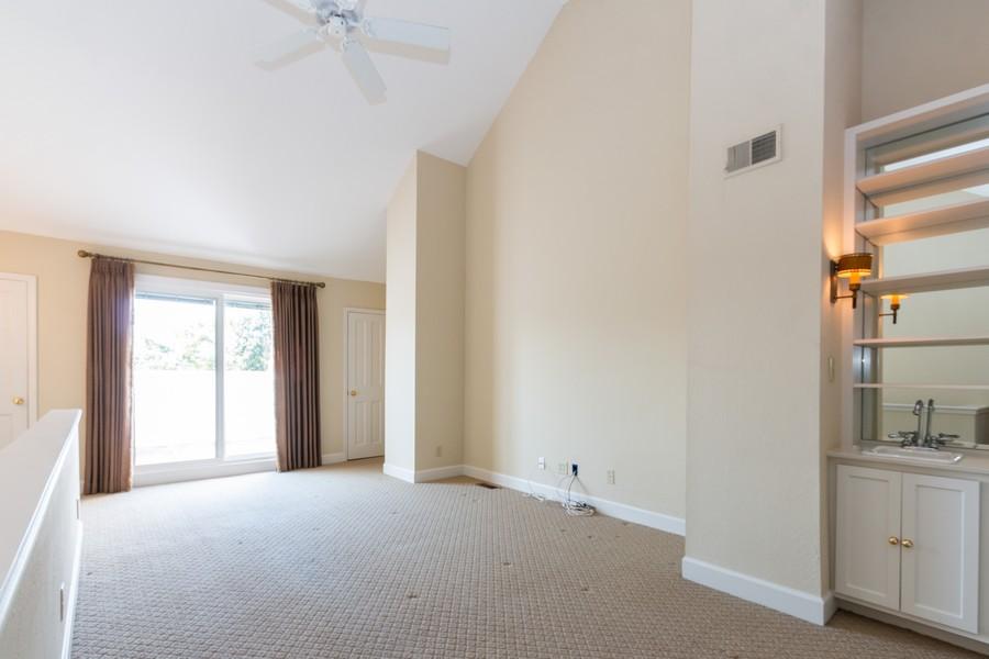 Real Estate Photography - 1105 West 47th Street B, Kansas City, MO, 64112 - Loft