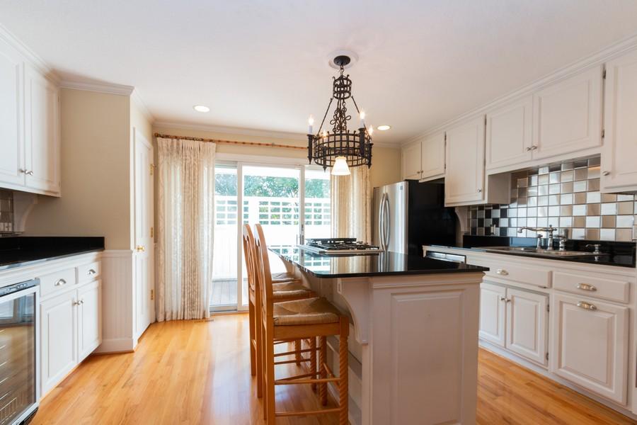 Real Estate Photography - 1105 West 47th Street B, Kansas City, MO, 64112 - Kitchen