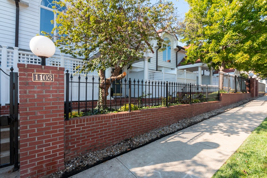 Real Estate Photography - 1105 West 47th Street B, Kansas City, MO, 64112 - Front View