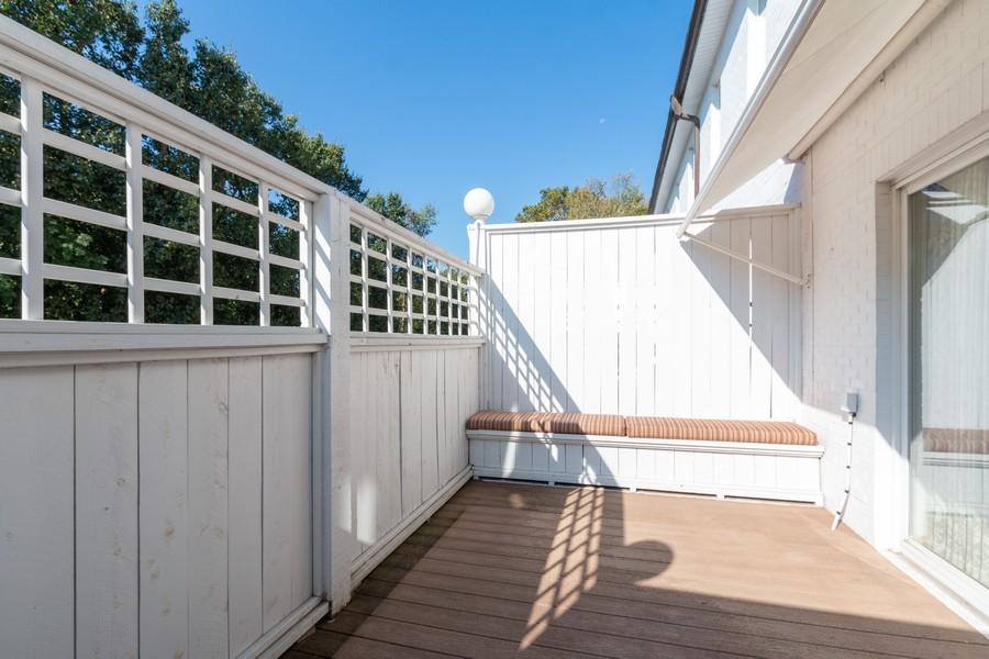 Real Estate Photography - 1105 West 47th Street B, Kansas City, MO, 64112 - Porch