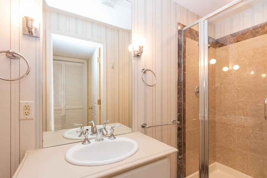 Real Estate Photography - 1105 West 47th Street B, Kansas City, MO, 64112 - 2nd Bathroom