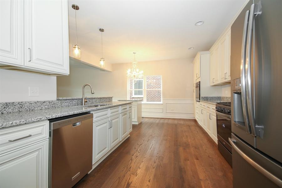 Real Estate Photography - 9006 Parkside Ave, Oak Lawn, IL, 60453 - Kitchen