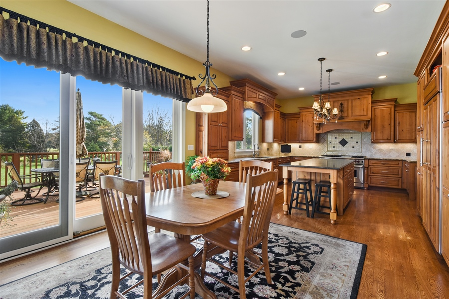 Real Estate Photography - 26053 West Sunset Road, Barrington, IL, 60010 - Kitchen / Breakfast Room