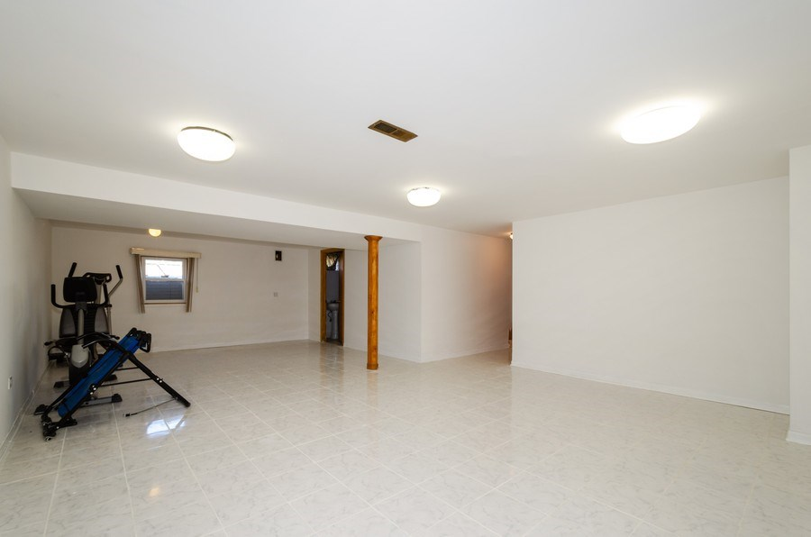 Real Estate Photography - 10054 Lacrosse Ave, Skokie, IL, 60077 - Recreational Room