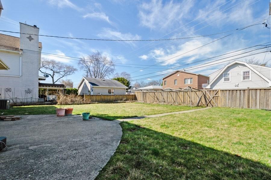 Real Estate Photography - 10054 Lacrosse Ave, Skokie, IL, 60077 - Back Yard