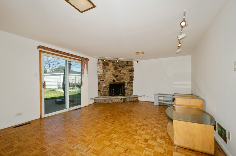 Real Estate Photography - 10054 Lacrosse Ave, Skokie, IL, 60077 - Family Room