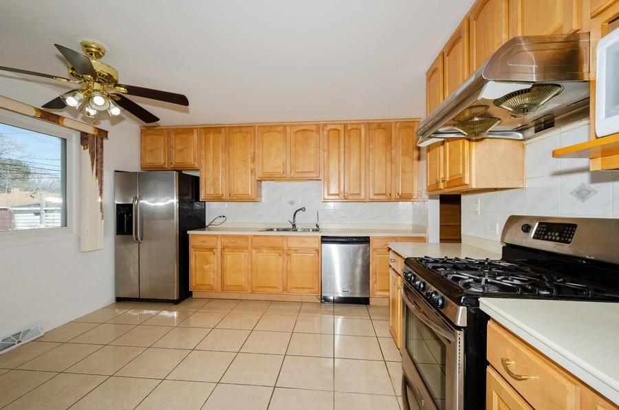 Real Estate Photography - 10054 Lacrosse Ave, Skokie, IL, 60077 - Kitchen