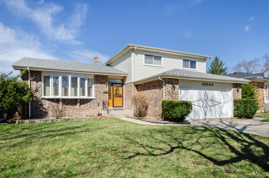 Real Estate Photography - 10054 Lacrosse Ave, Skokie, IL, 60077 - Front View