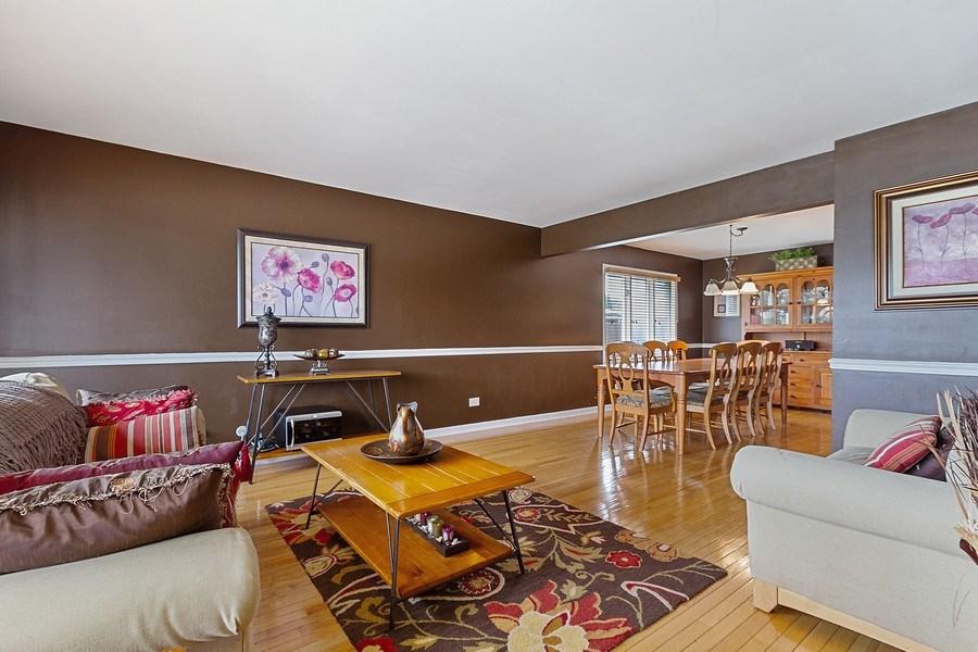 Real Estate Photography - 8124 Tudor Lane, Tinley Park, IL, 60477 - Living Room