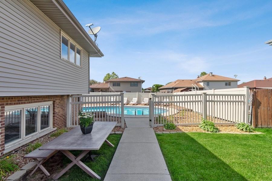 Real Estate Photography - 8124 Tudor Lane, Tinley Park, IL, 60477 - Side Yard