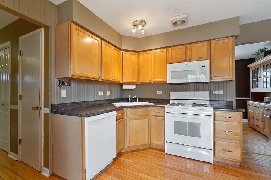 Real Estate Photography - 8124 Tudor Lane, Tinley Park, IL, 60477 - Kitchen