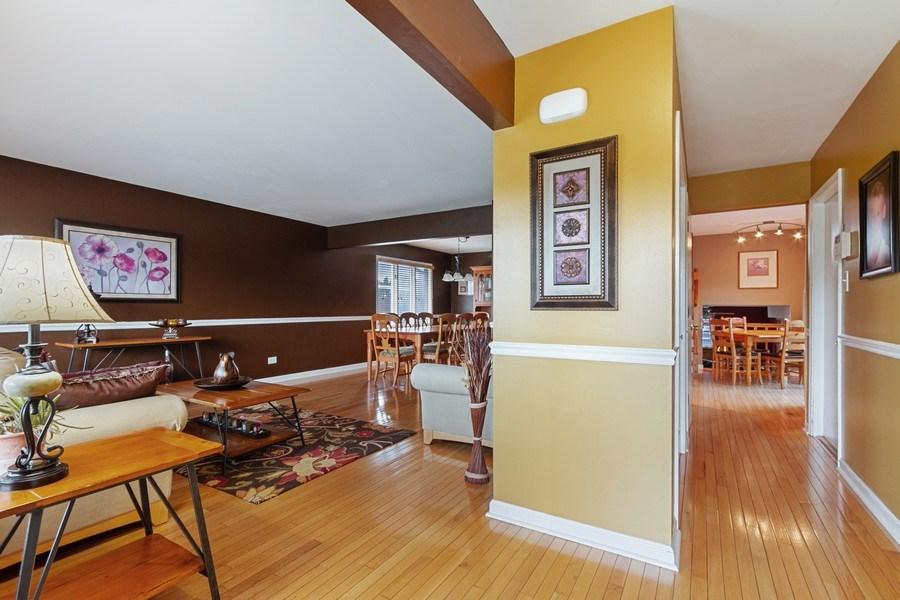 Real Estate Photography - 8124 Tudor Lane, Tinley Park, IL, 60477 - Hallway