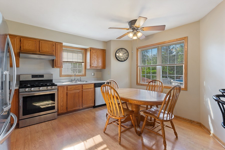 Real Estate Photography - 4414 W. Ole Farm Rd, Plainfield, IL, 60586 - Kitchen / Breakfast Room