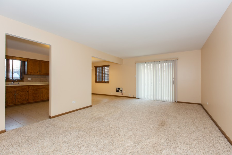 Real Estate Photography - 209 N Vine St, Unit A, New Lenox, IL, 60451 - Living Room