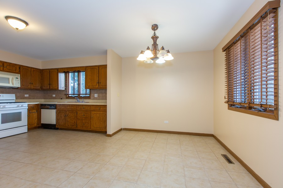 Real Estate Photography - 209 N Vine St, Unit A, New Lenox, IL, 60451 - Dining Area