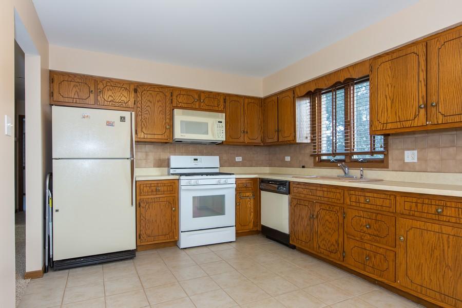 Real Estate Photography - 209 N Vine St, Unit A, New Lenox, IL, 60451 - Kitchen