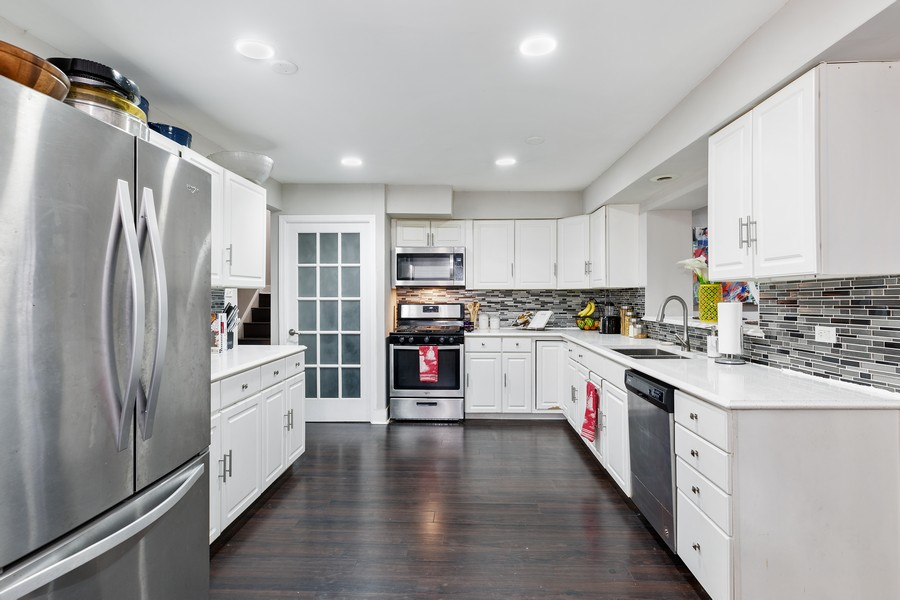 Real Estate Photography - 17114 S Maryland, south holland, IL, 60473 - Kitchen
