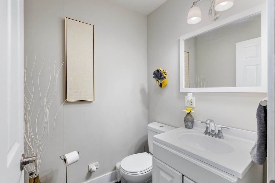 Real Estate Photography - 17114 S Maryland, south holland, IL, 60473 - Bathroom