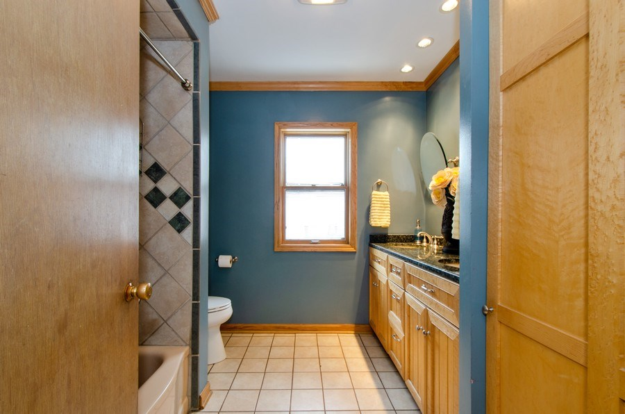 Real Estate Photography - 1025 Kent, Park Ridge, IL, 60068 - 3rd Bathroom