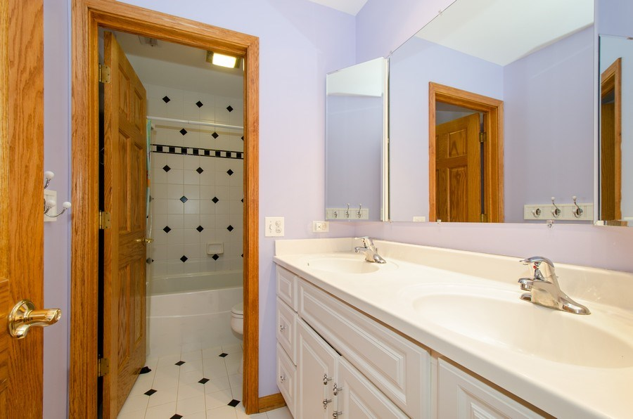 Real Estate Photography - 1025 Kent, Park Ridge, IL, 60068 - 2nd Bathroom